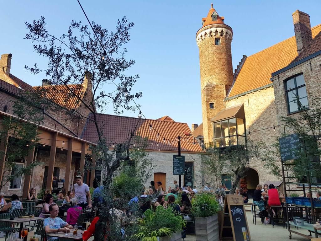Binnentuin van restaurant de Republiek in Brugge