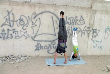 Yogales in een sloppenwijk van Peru