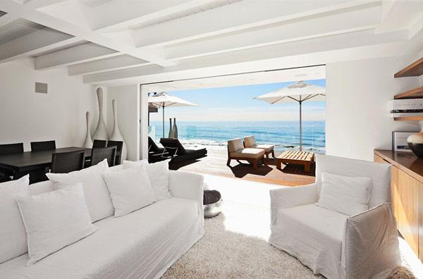 Modernes Malibu Ferienhaus am Pazifischen Ozean von Team Owen Dalton