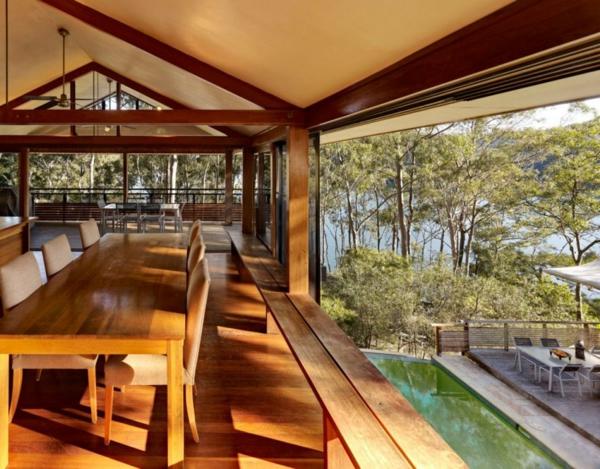 Ein Haus mit rustikalen Elementen und modernem Design