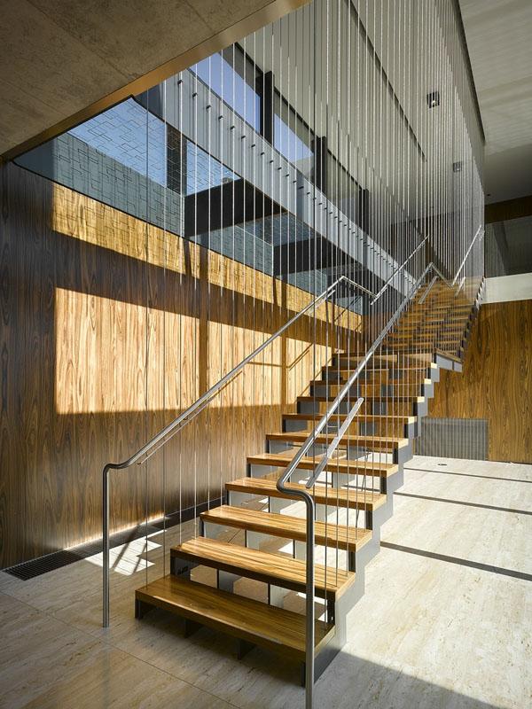 Transparente Draht Wnde verleihen dem Raum Stil