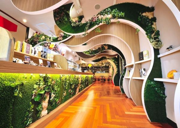 Moderne Architektur Kurvenreiche grne Wand in einem