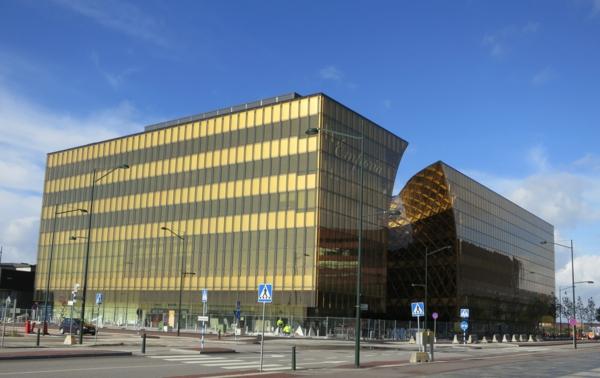 Paneele in Gold fr die Auenfassade  ein sehenswrdiges Kunstwerk
