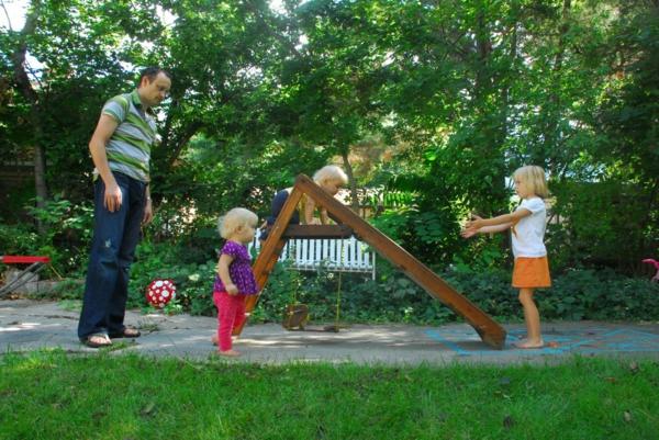 Kinderrutsche im Garten garantiert groen Kinderspa