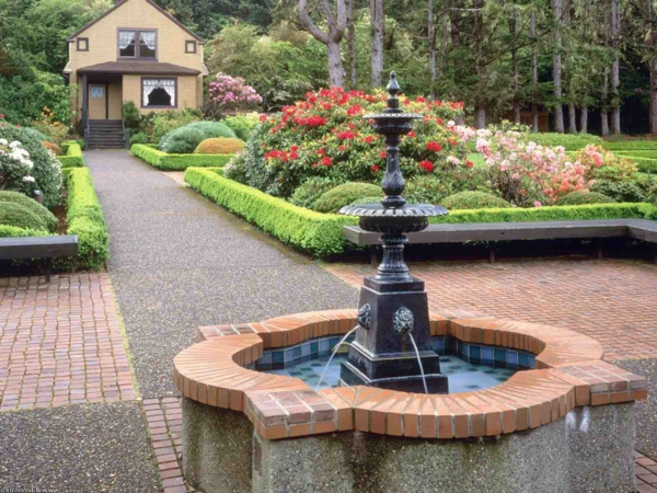 Vollen Sommergenuss mit einem Gartenbrunnen erleben