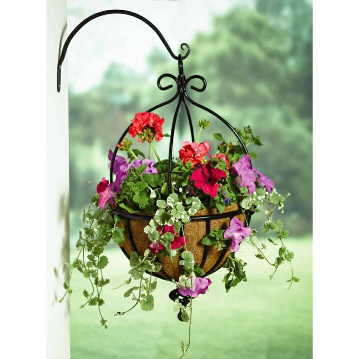 Blumenampeln lassen Ihre Gestaltungsideen praktisch aufblhen