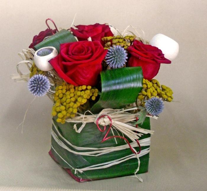 Blumengestecke selber machen und eine duftende Dekoration kreieren