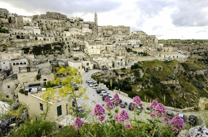 Reiseziele Italien  die antike Felsenstadt Matera