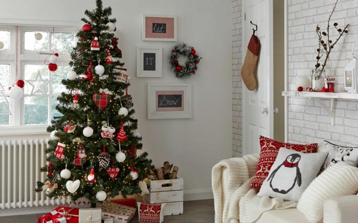 Weihnachtsbume dekorieren und pflegen