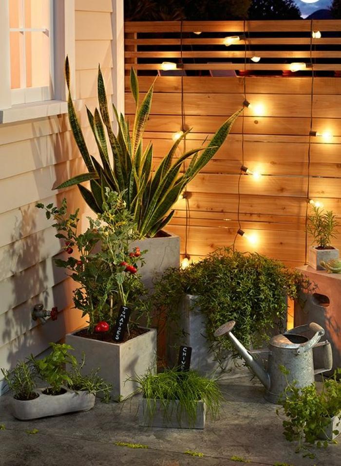 Den Gartenzaun kreativ und interessant dekorieren  33 tolle Beispiele