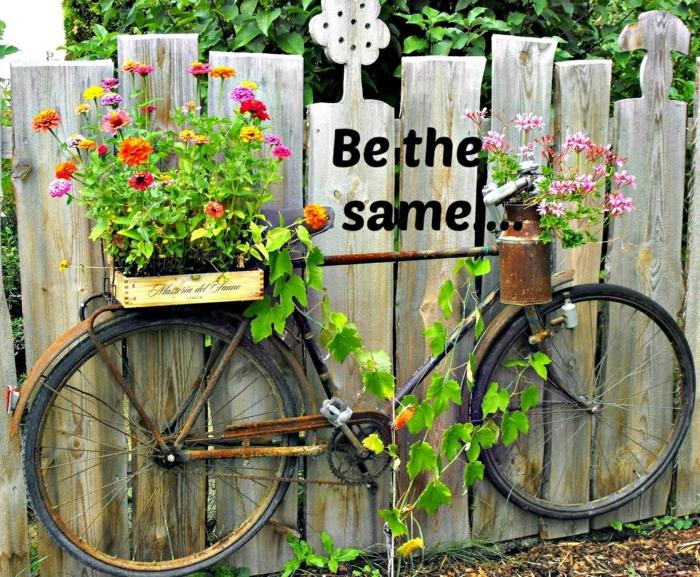 Den Gartenzaun kreativ und interessant dekorieren  33