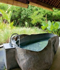 Bezaubernde Badewannen aus Naturstein