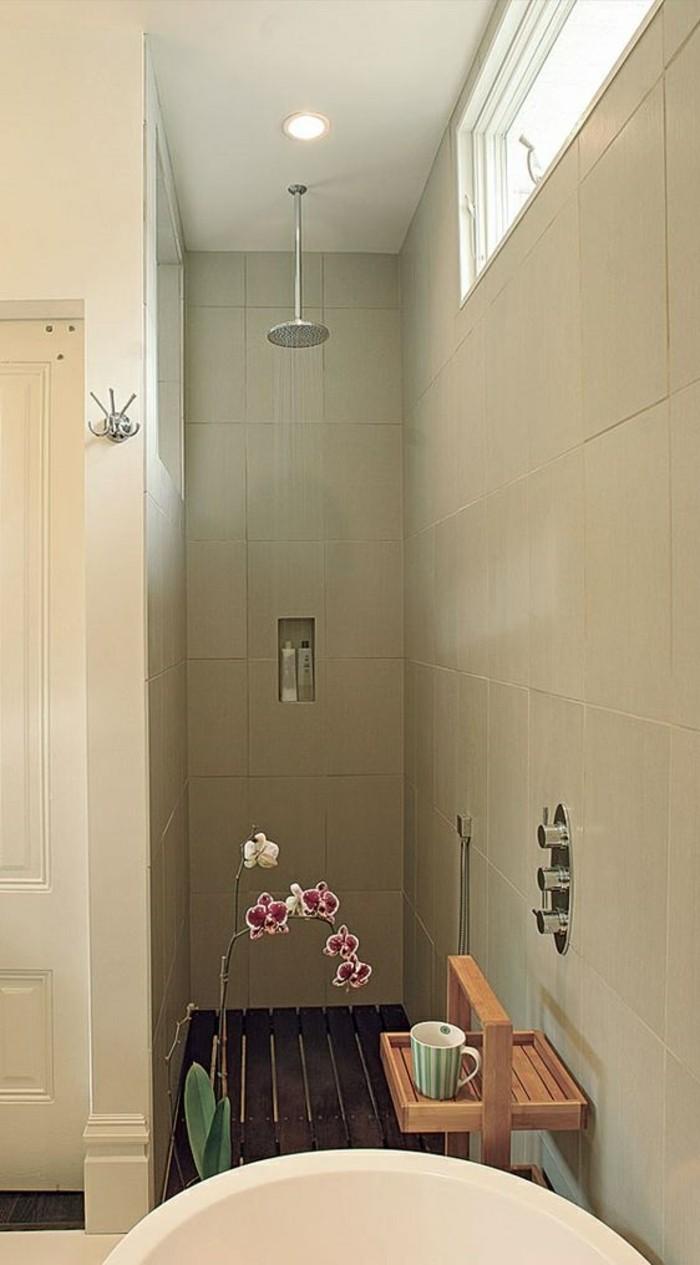 Begehbare Dusche als Erweiterung des kleinen Bades