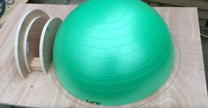 Mit einem Gymnastikball Pizzaofen selber bauen  So geht es