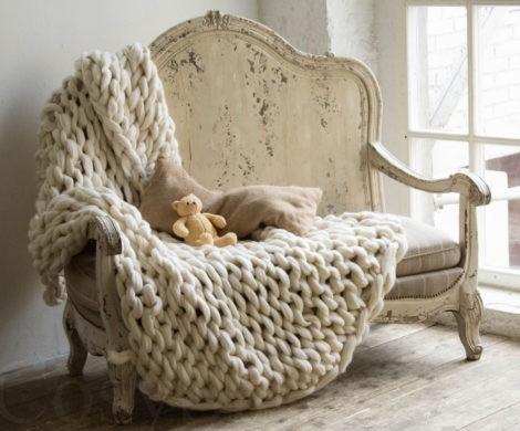 Groe Wolldecke ohne Nadel selber stricken Anleitung Tipps und tolle Beispiele