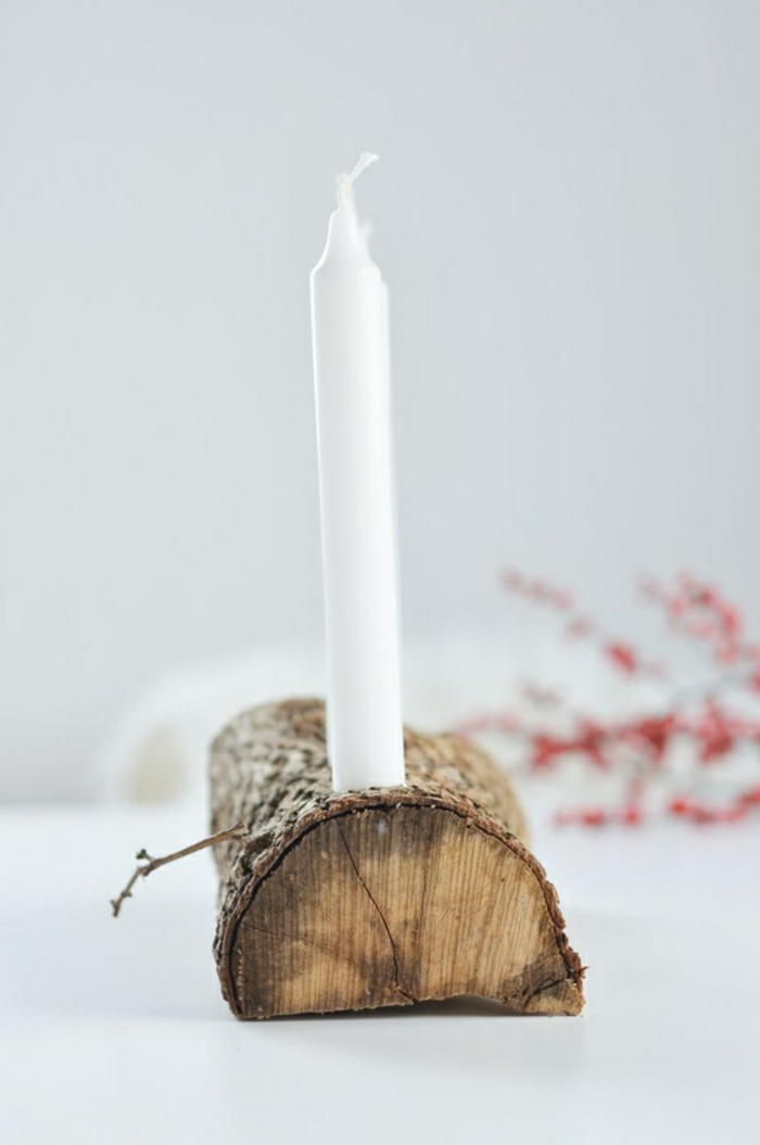 Naturnahe Weihnachtsdeko mit einem Adventskranz aus Holz