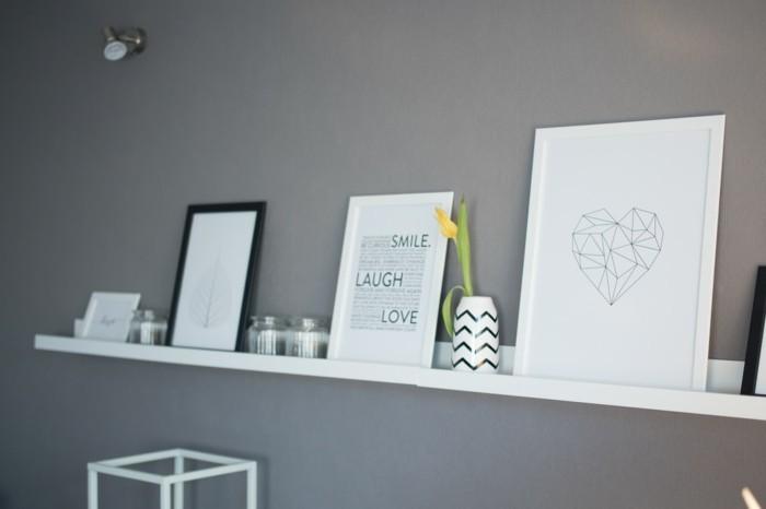 Stilvolle und praktische Wanddekoration  Bilderleiste