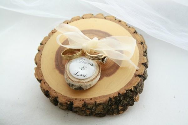 Eine originelle Hochzeitsidee Ringkissen aus Holz selber