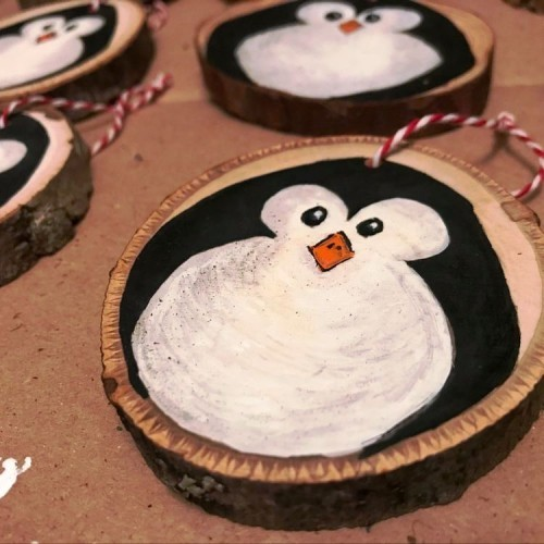 35 Ideen zum Basteln mit Holzscheiben kreativ und naturnah zu Weihnachten dekorieren