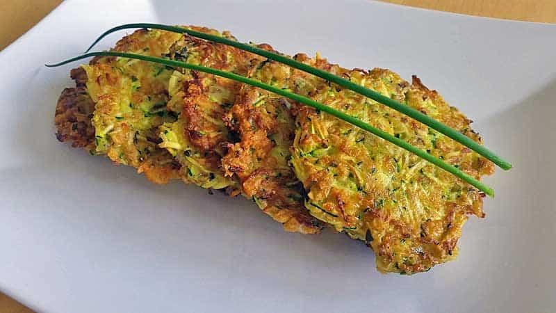 Rezept für einfache Zucchinipuffer mit Haferflocken