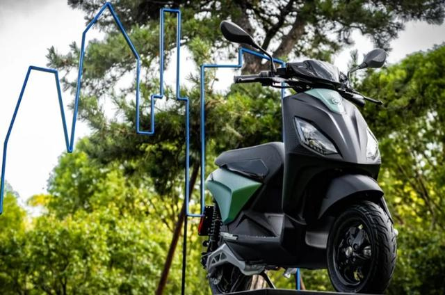 Piaggio ONE, electric scooter, electric motorcycle