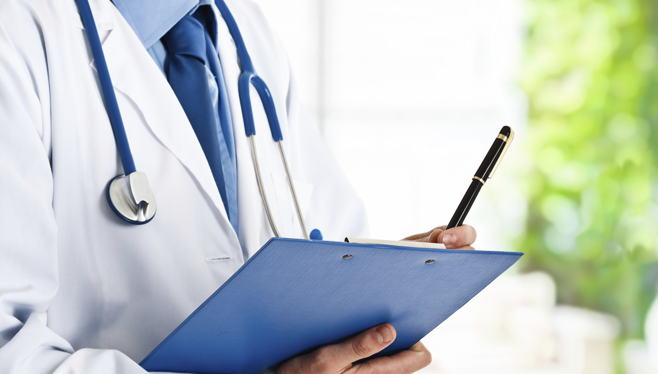 Image of a doctor holding a clipboard