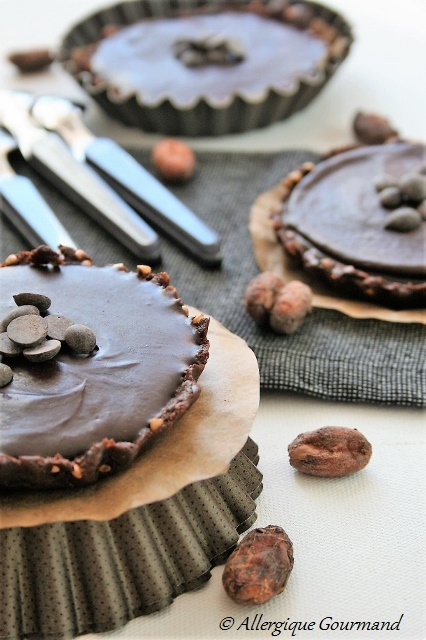 tartelettes au chocolat et sa pâte aux dattes et kasha sans gluten sans lait sans oeufs