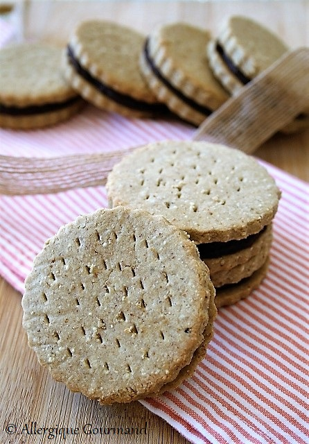 Biscuits fourrés au chocolat ou BN sans gluten sans lai sans oeufs