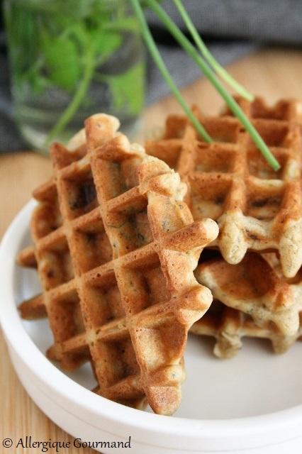 Gaufres aux oignons caramélisés ciboulette menthe persil sans gluten sans lait sans oeufs