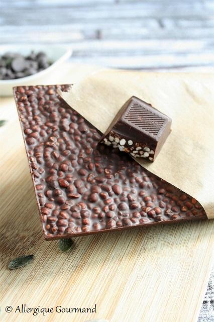 Tablettes de chocolat au quinoa soufflés ou graines caramélisées sans gluten lait oeufs