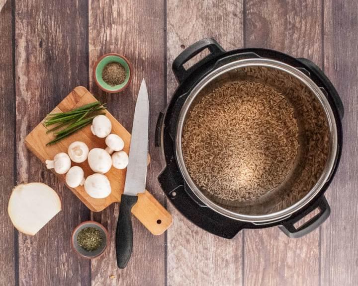 instant-pot-mushroom-rice-ingredients