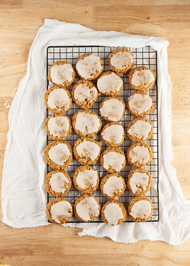 gluten-free-vegan-iced-oatmeal-pumpkin-cookies