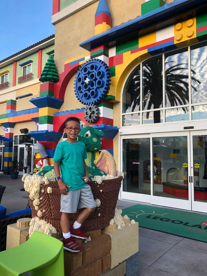 kid-with-food-allergies-at-legoland
