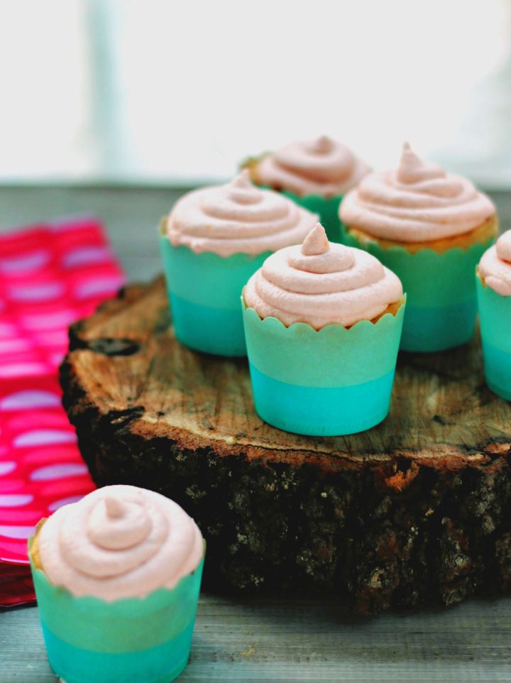 Shout SUMMER with soft & fluffy lemonade cupcakes, infused with rosewater