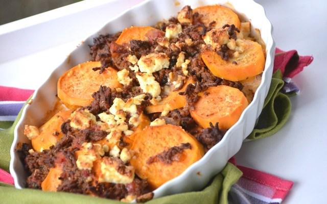 Süßkartoffelauflauf mit Hackfleisch und Fetakäse