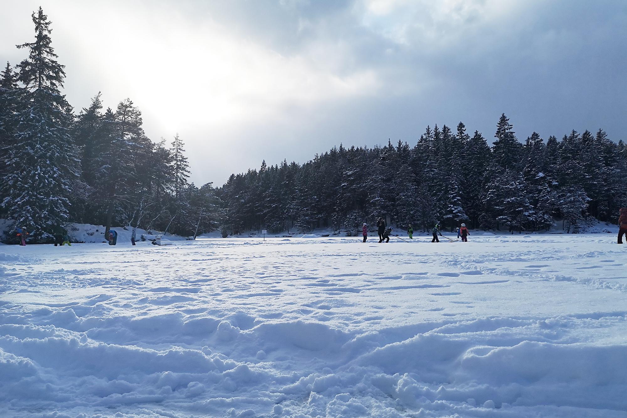 Eislaufen am Möserer See bei Telfs