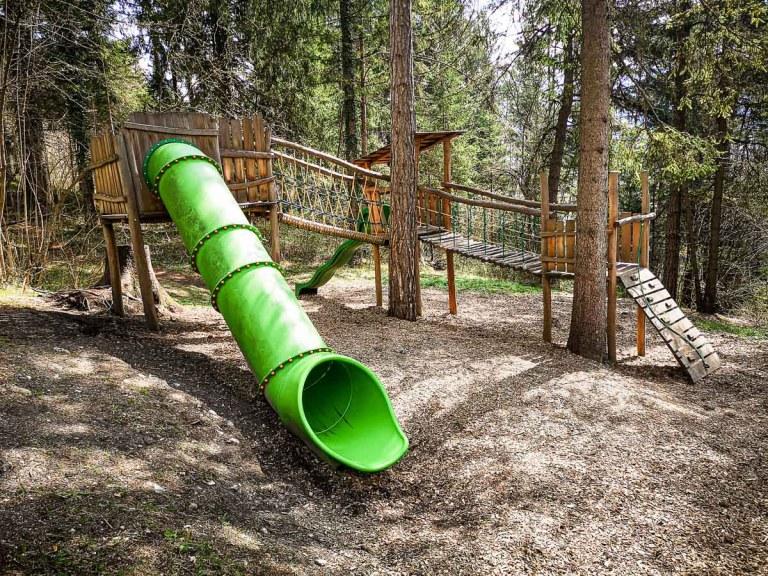 Waldspielplatz Thaur – Hier erleben die Kinder so einiges!