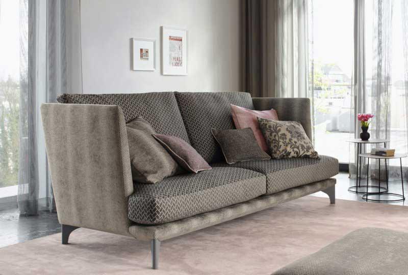 Sofa mit Möbelstoff von Jab Anstoetz.