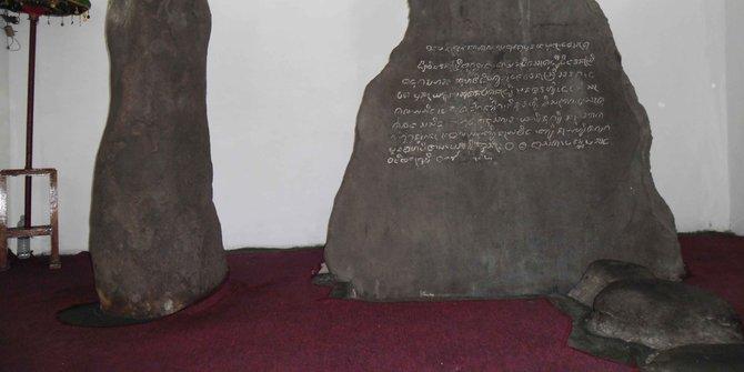 10 Gambar Isi Prasasti Batu Tulis di Bogor Sejarah
