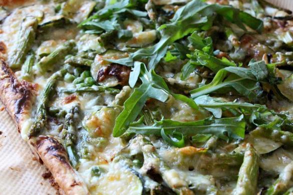 grüne-spargelpizza
