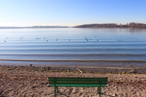 Bank in der Wintersonne am Chiemsee