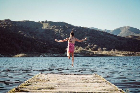 Hallo August: Mädchen springt in See