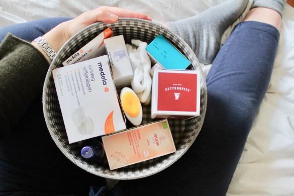 Box mit Produkten fürs Wochenbett