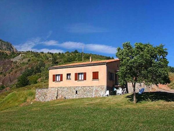 Vakantiehuis in Melve, in Provence-Côte d'Azur.