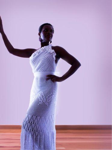 Vestido Rose Mariposa, es un vestido de original diseño asimétrico de un solo ombro, creando una exuberante espalda desnuda.
