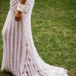 El vestido Ive de Seine es una bella combinación de patrones de crochet, creando este precioso vestido de cuello halter y espalda desnuda.