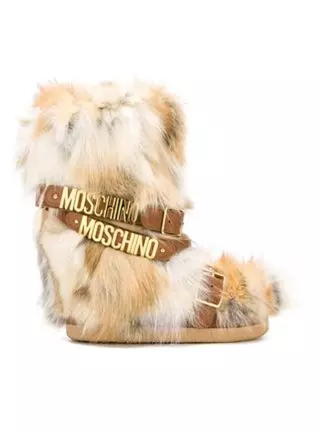 stylish_fashionable_snow_boots_alleygirl_new_york_fashion_blog_moschino_belted