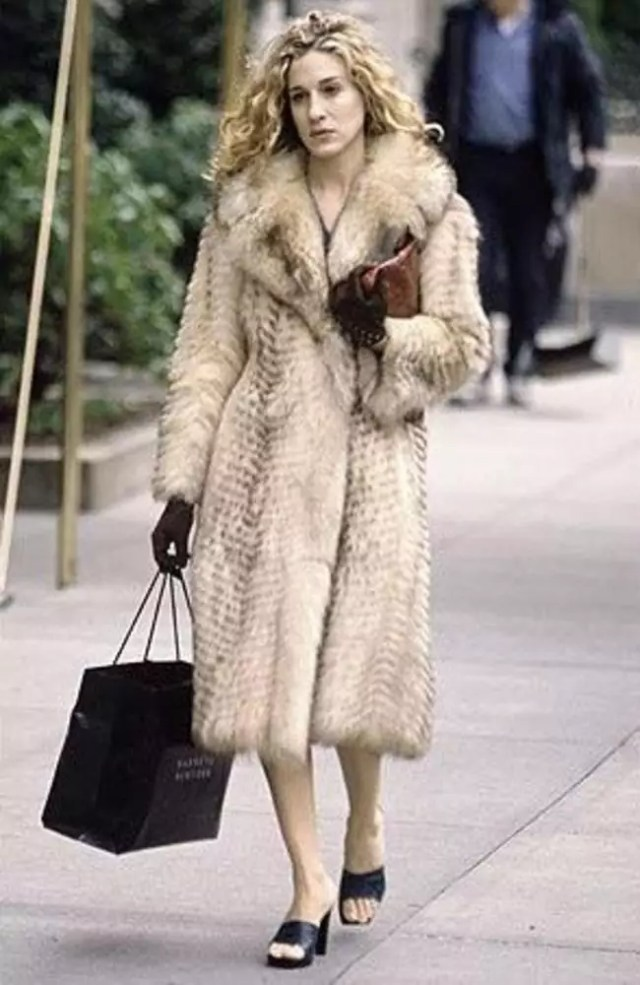 best carrie bradshaw looks according to alley girl 13