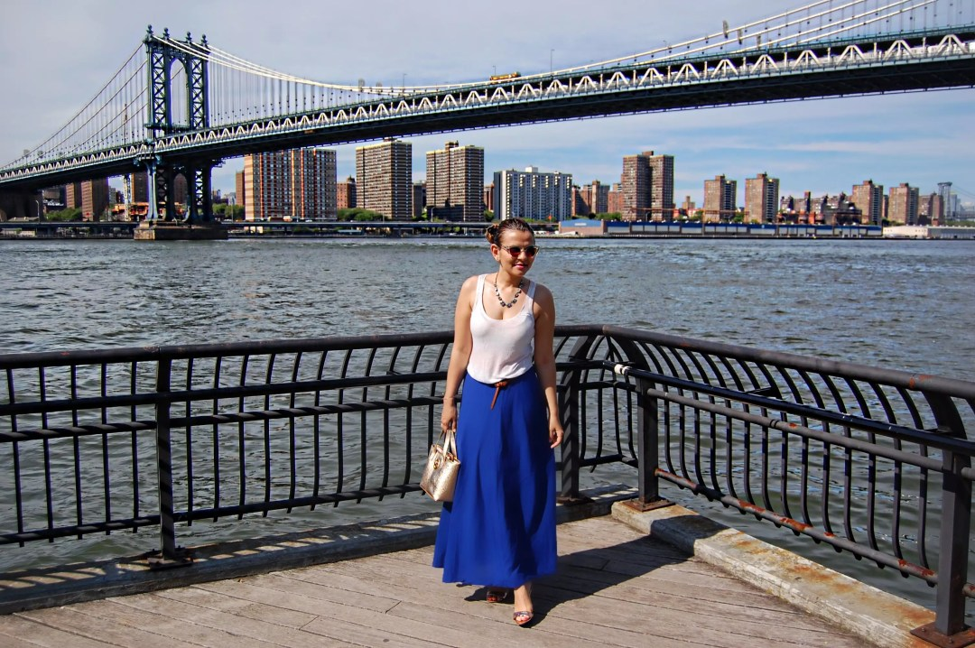 new_york_guide_brooklyn_dumbo_alley_girl11