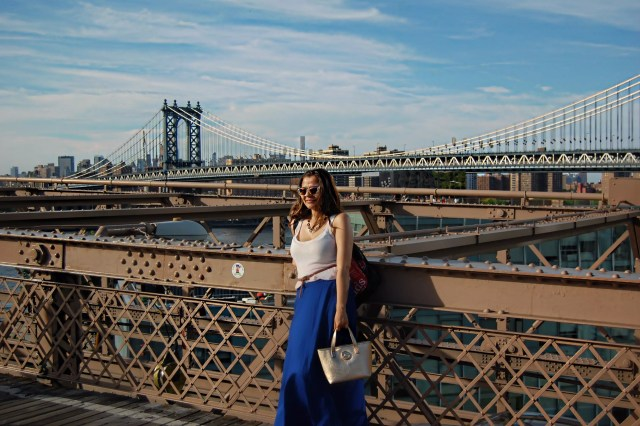 new_york_guide_brooklyn_dumbo_alley_girl2